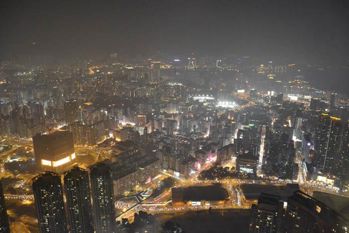 Panorama dallo Sky 100, il grattacielo di Kowloon. 100 piani in 60 secondi / View from the Sky 100, Kowloon. 100 floors in 60 seconds.