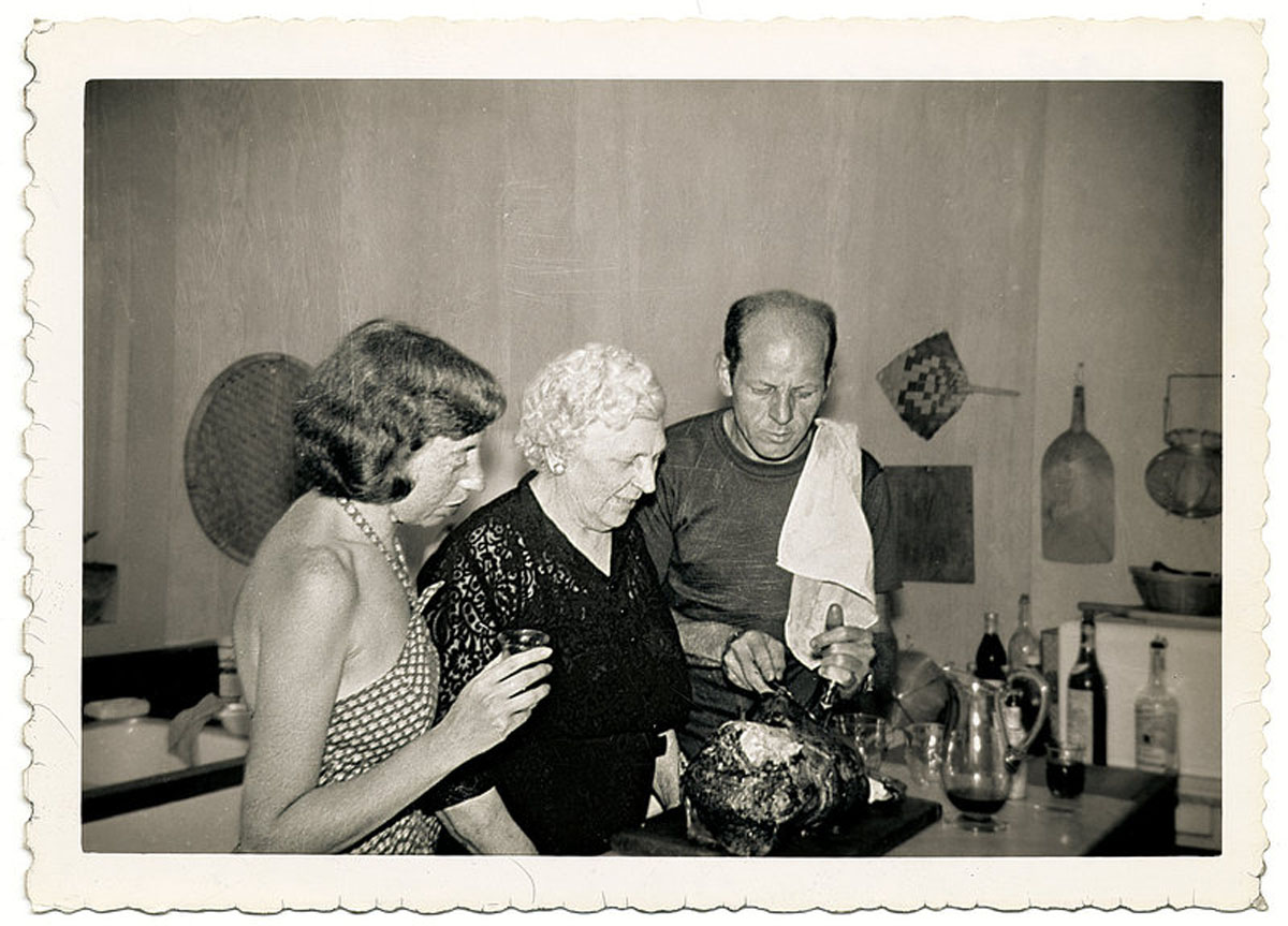 Lee Krasner, Jackson Pollock and Pollock's mum in the kitchen - Photo Pollock-Krasner Museum