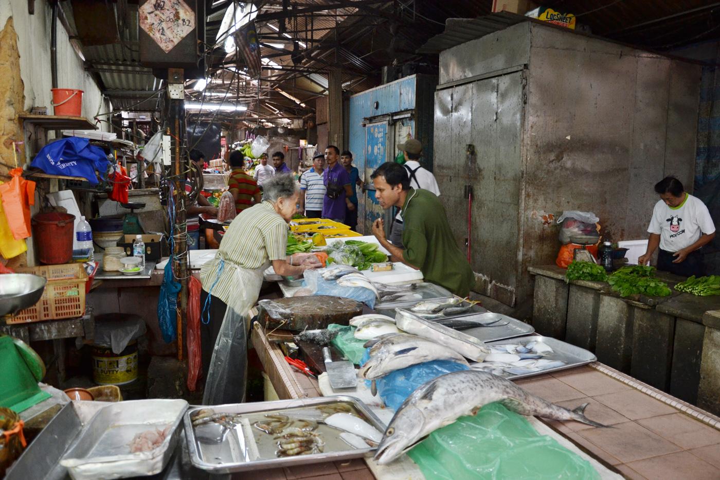 What-to-do-in-Kuala-Lumpur-chinatown-gucki-market