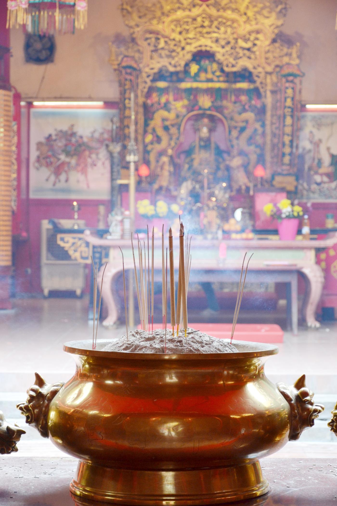 What-to-do-in-Kuala-Lumpur-chinatown-gucki-temple