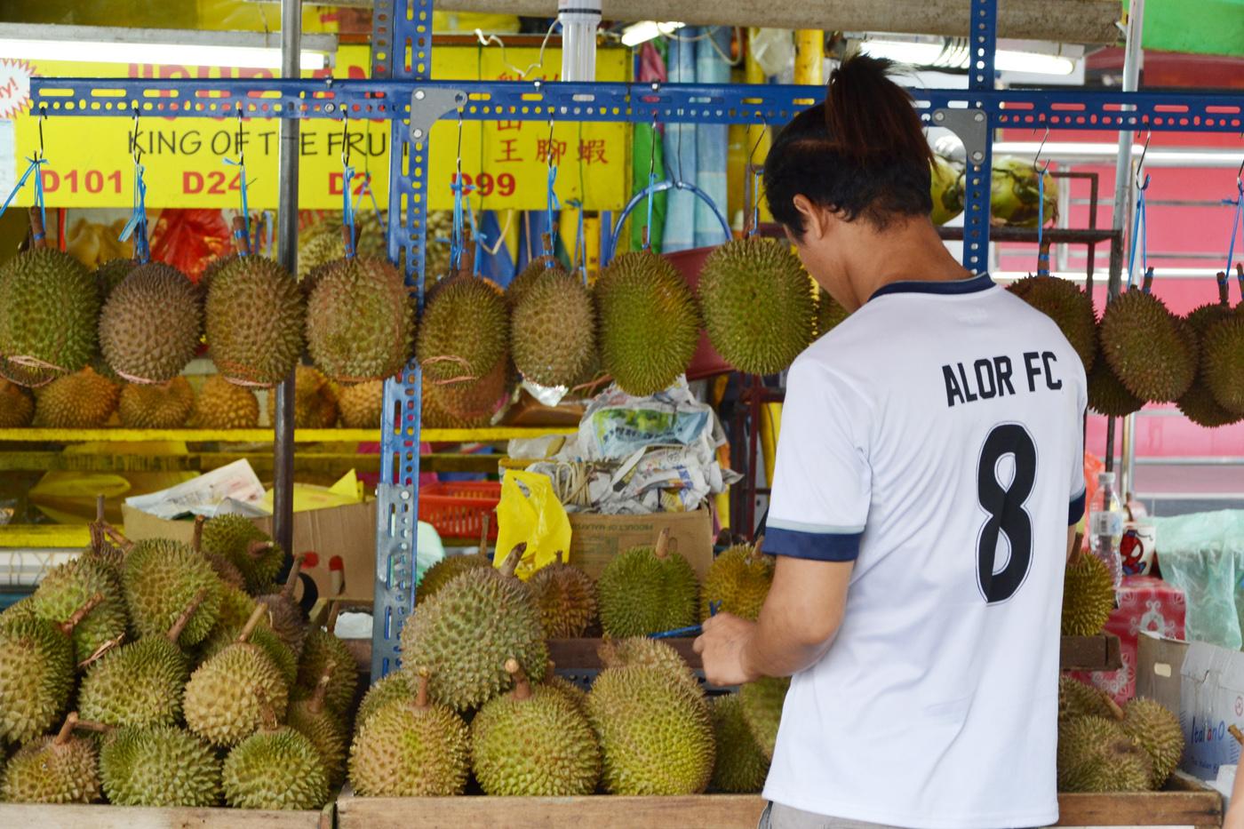 What-to-do-in-Kuala-Lumpur-gucki-market-dorian