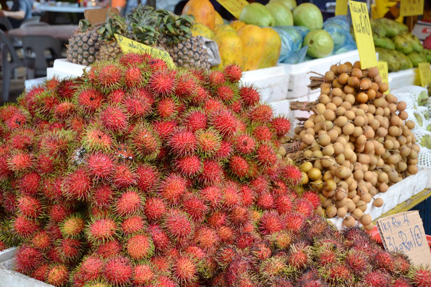 What-to-do-in-Kuala-Lumpur-gucki-market-fruits-2