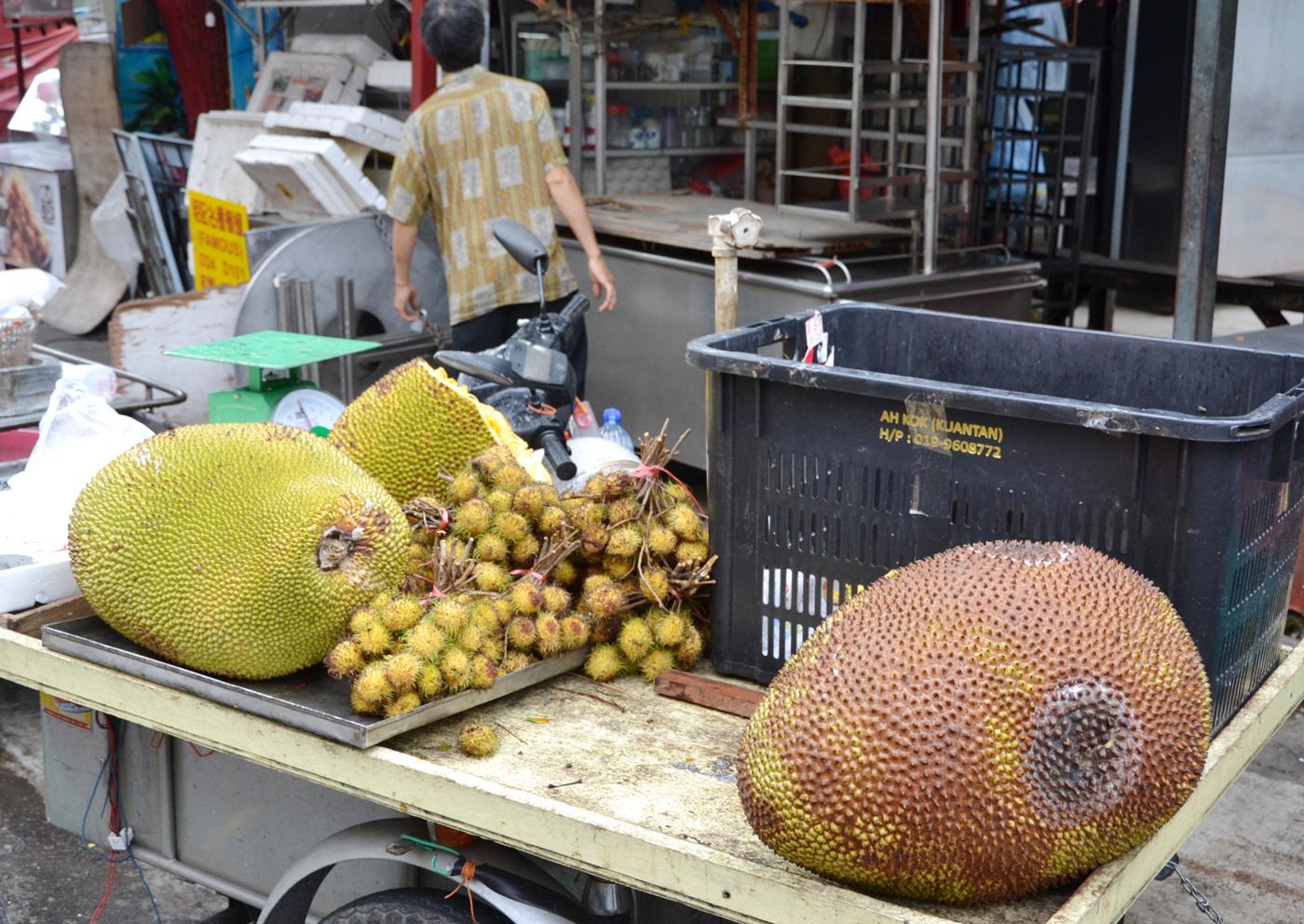 What-to-do-in-Kuala-Lumpur-gucki-market-fruits-jackfruit