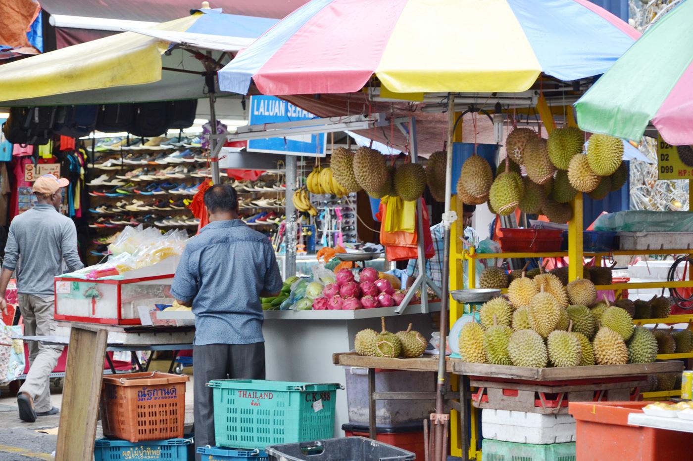 What-to-do-in-Kuala-Lumpur-gucki-market-fruits