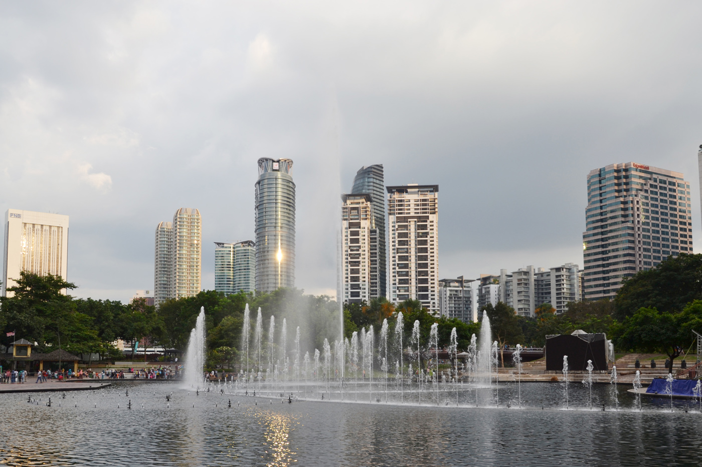 What-to-do-in-Kuala-Lumpur-petronas-tower-square