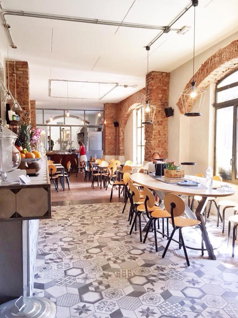 Cafè Gorille - Via Gaetano de Castillia 20