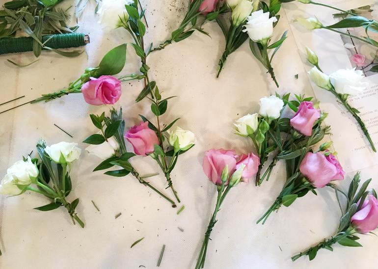 Come realizzare una ghirlanda di fiori