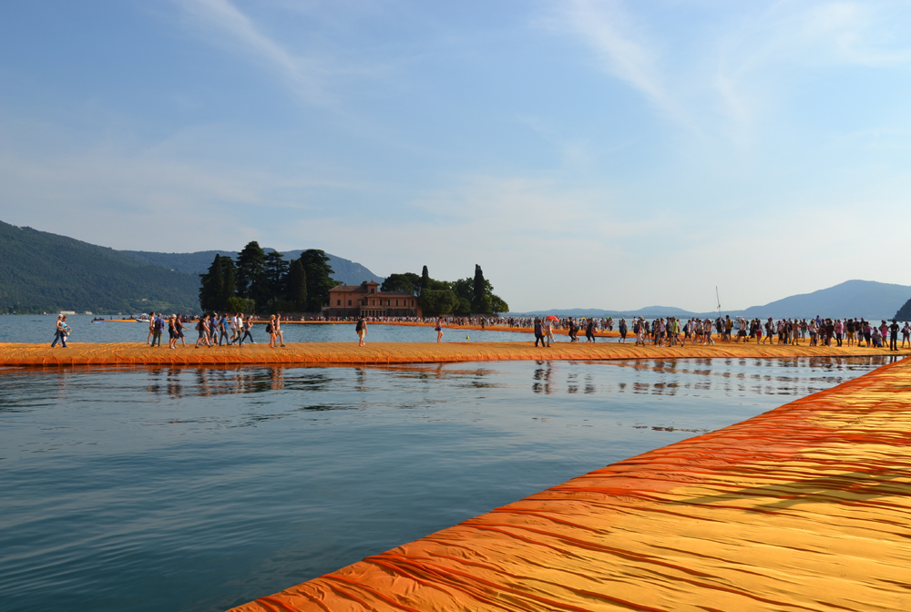the-floating-piers-christo-25