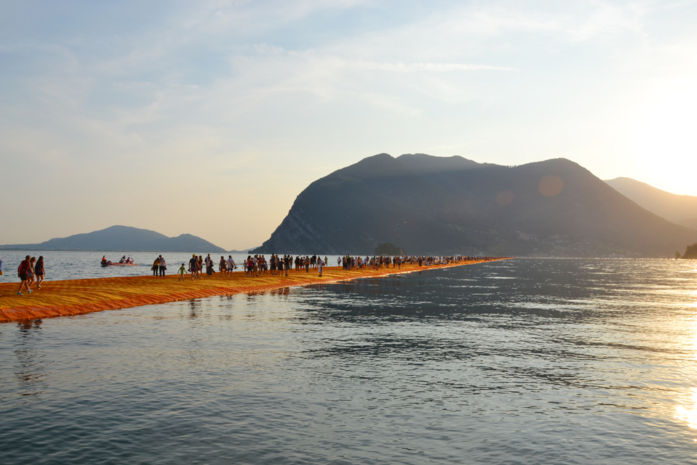 the-floating-piers-christo-27