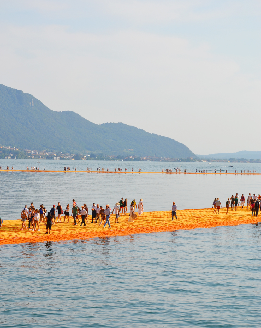 the-floating-piers-christo-38