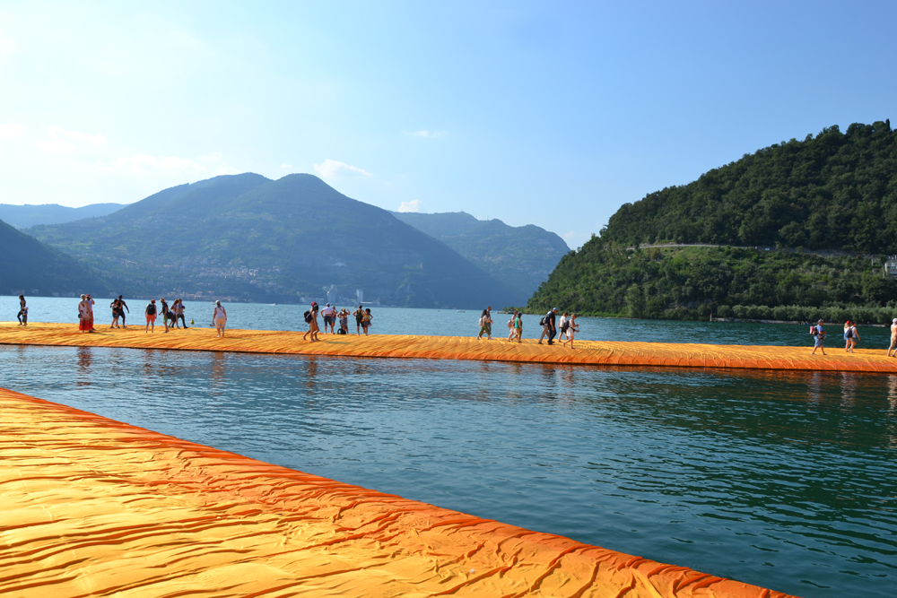 the-floating-piers-christo-8