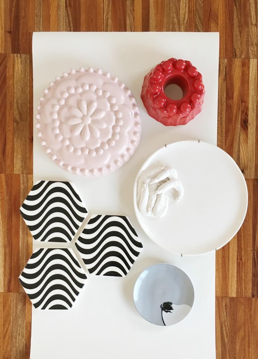 Come Appendere Piatti In Ceramica come decorare una parete con piatti e ceramiche