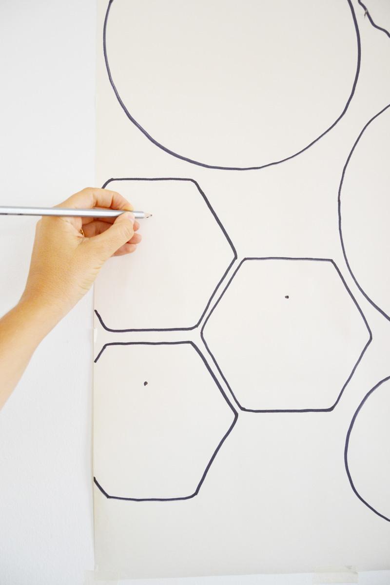 Come decorare una parete con piatti e ceramiche for Abbellire parete