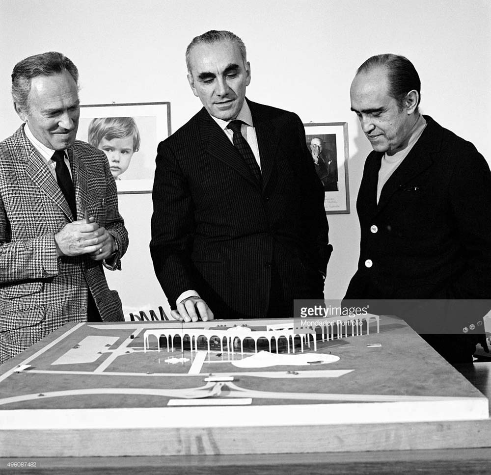 Brazilian architect Oscar Niemeyer and Italian publisher Giorgio Mondadori seeing the Palazzo Mondadori scale model. Segrate, 1968