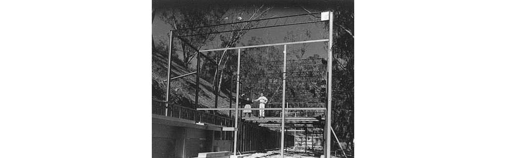 Charles-and-Ray-Eames-construction_eameshouse