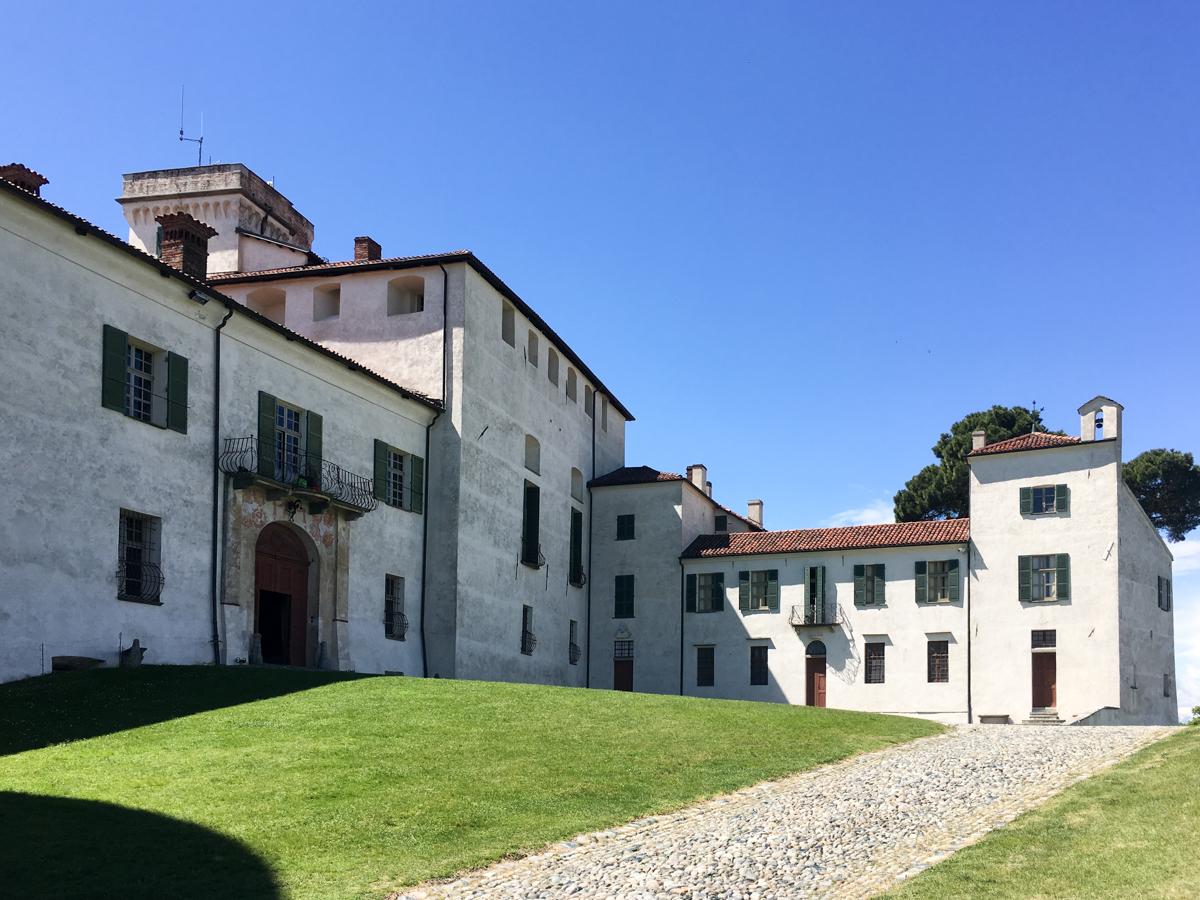 Castello-di-Masino-Ivrea-Fondo-Ambiente-Italiano-103