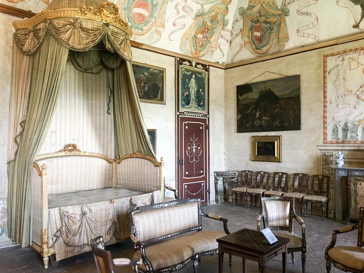 Castello-di-Masino-Ivrea-Fondo-Ambiente-Italiano-108