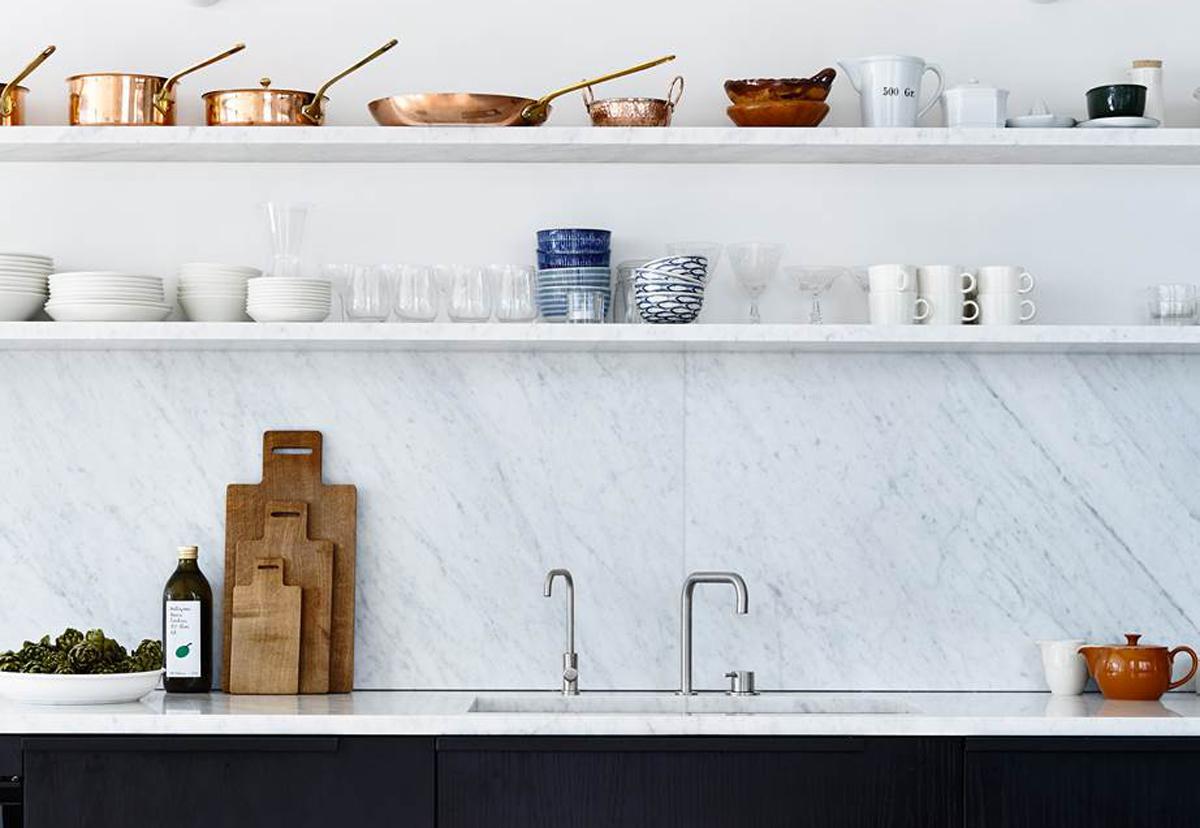 Idee Per Posizionare Mensole niente pensili: mensole in cucina, tutto quello che c'è da